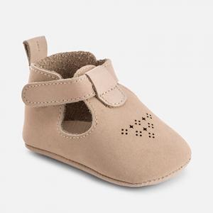 Sandali tarforati con velcro